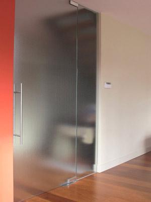 hardglazen deur woonkamer