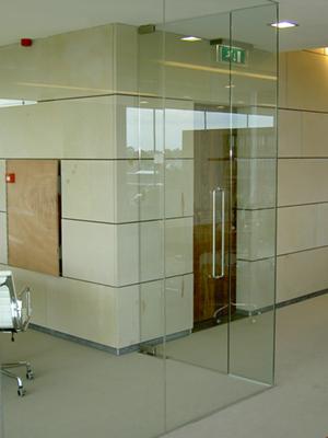 Glazen scheidingswand