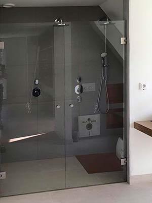 douchewand met deur